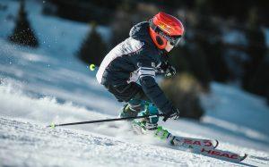 Bambini sugli sci, i consigli da seguire per un'esperienza divertente in tutta sicurezza