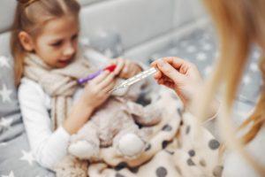 Vaccino antinfluenzale: ecco perché si raccomanda a bambini piccoli e donne in dolce attesa