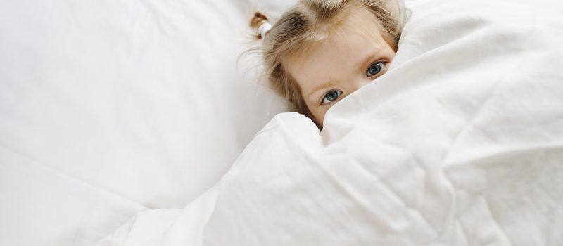 Empatia e ascolto: le chiavi per aiutare i bambini a superare la paura del buio
