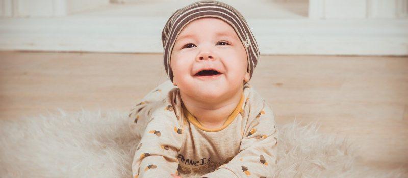 Primi denti del neonato, quando spuntano e cosa c'è da sapere