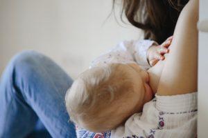 Allattamento al seno, la scelta raccomandata dall'Oms