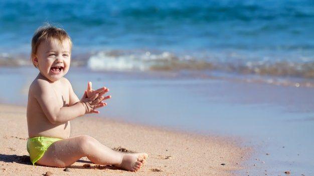 Come portare i bambini in spiaggia: tutti i consigli di salute