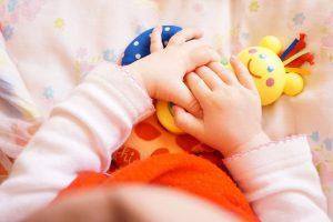 Giochi per neonati: tutti i consigli della pediatra per divertirsi e imparare con i bebè