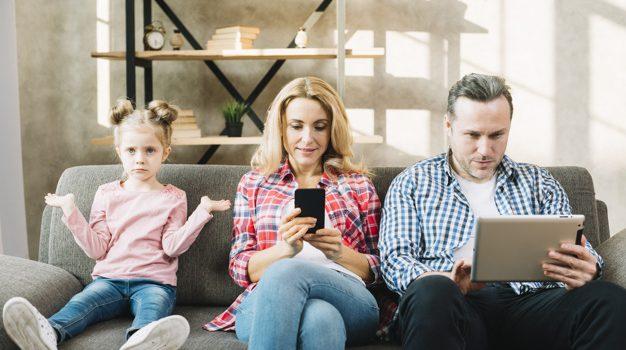 Smartphone e relazione genitori-figli: come influisce sul benessere psicologico