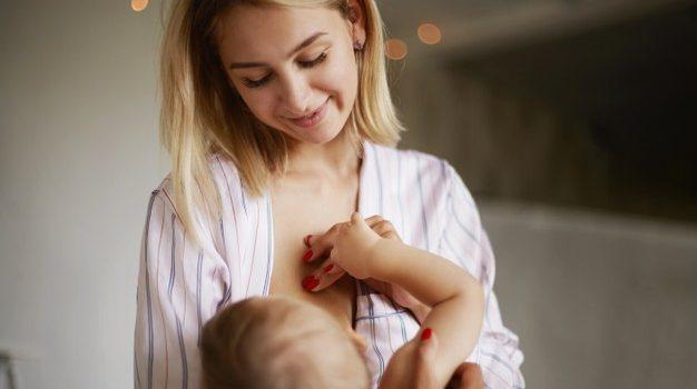 Covid, società scientifiche: vaccinazione compatibile con l'allattamento