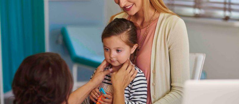 Mal di gola nei bambini: tutto quello che i genitori devono sapere