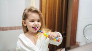 Spazzolino elettrico: le opinioni dei dentisti sull'uso pediatrico
