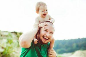 Per mano alla scoperta del mondo: il ruolo fondamentale del papà nella vita del bambino