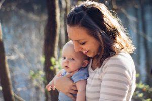 Per un neonato la serenità della mamma è una risorsa preziosa: ecco come garantirla