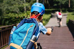 Bambini in bicicletta: tutti i benefici di pedalare fin da piccolissimi