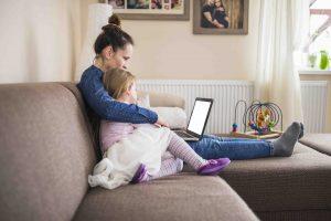 Cyberbullismo, sexting, violazione della privacy: genitori impreparati sul digitale