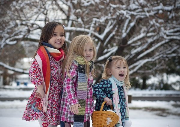 Perché stare all'aria aperta fa bene ai bambini anche d'inverno